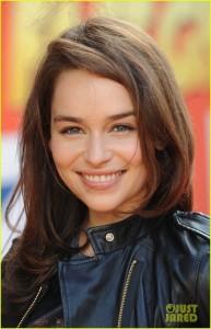 Emilia Clarke dans LES ACTEURS emi-193x300