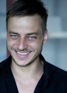 Tom Wlaschiha dans LES ACTEURS tom-216x300